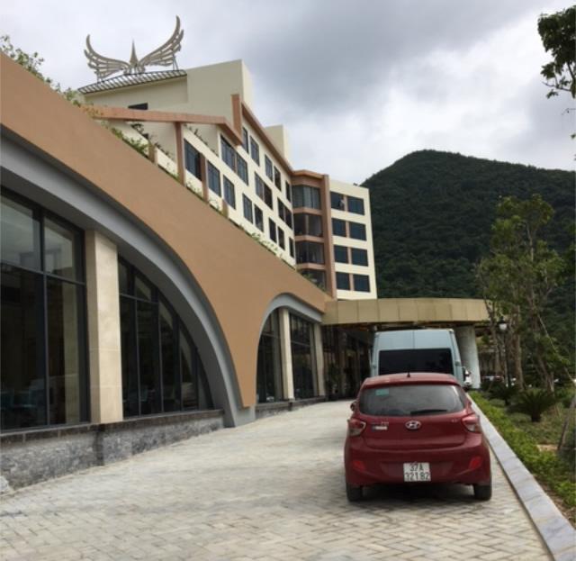 Thi công đá lát sân, bo vỉa Khách sạn Mường Thanh Diễn Lâm