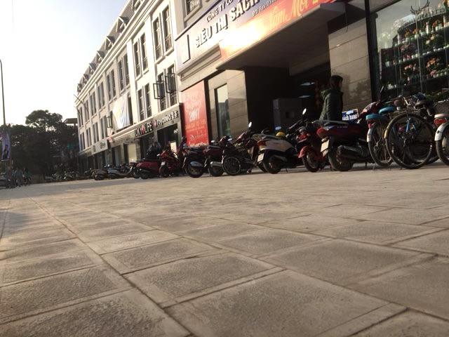 Đá lát cho Sân nhà sách Lê Hồng Phong
